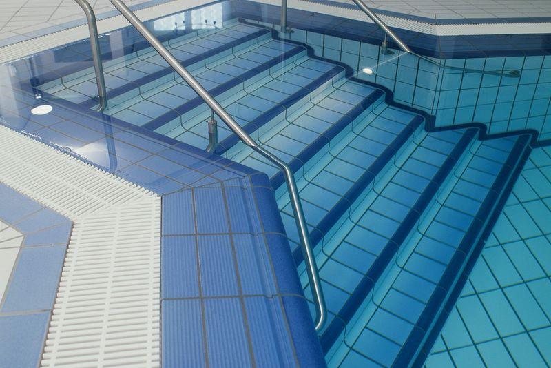 Schwimmbecken konstruktion stiber pools und schwimmanlagen for Schwimmbecken polyester